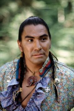 Rodney Arnold Grant is an American actor, probably best known as 'Wind In His Hair' in Dances with Wolves A member of the Omaha tribe of Nebraska, Grant has served on the Native American Advisory Board for the Boys and Girls Clubs of America. Native American Actors, Native American Warrior, Native American Pictures, Native American Beauty, Native American History, American Indians, American Art, Outlander, Dances With Wolves