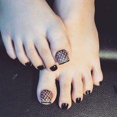 17 Ideas for pedicure designs salon Pedicure Designs, Pedicure Nail Art, Toe Nail Designs, Toe Nail Art, Pretty Toe Nails, Cute Toe Nails, Nail Swag, Feet Nail Design, Nails Design