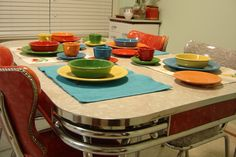 I really love formica tables....my boyfriend thinks I'm crazy cause he thinks they are ugly....but I still love them
