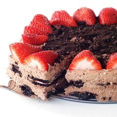 Ανάλαφρη τούρτα ψυγείου με όρεο και φράουλες | Συνταγές - Sintayes.gr