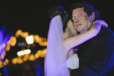 Hermosa y emotiva imagen del Padre de la novia Bailando el Vals