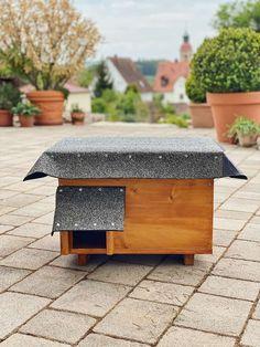 DIY - Igelhaus für den Garten selber bauen - so gehts! Outdoor Furniture, Outdoor Decor, Halloween Diy, Diy And Crafts, Planter Pots, Ottoman, Diy Beton, Home Decor, Diy Zimmer