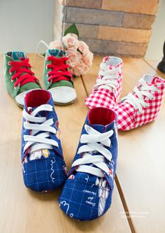 Someone searched for: newborn baby sneakers! , find a large number of handmade, old, you regarding a style merchandise and their personal gifts regarding each of your search. Felt Booties, Felt Baby Shoes, Baby Booties, Handmade Baby Clothes, Baby Sewing Projects, Shoe Pattern, Baby Sneakers, How To Make Shoes, Baby Feet