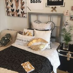 Black White And Gold Bedroom Variation For The Royal