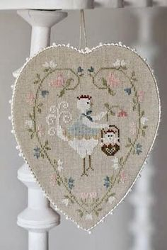 TRALALA Coeur de Poule Blanche The Heart of the white Hen counted cross stitch patterns at thecottageneedle.com chicken Easter by thecottageneedle