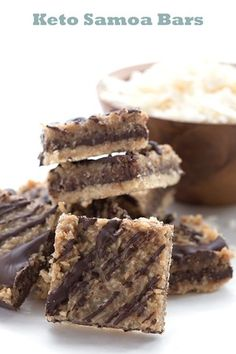You won't crave Girl Scout cookies with these delicious low carb bars. An almond flour shortbread crust topped with coconut caramel and chocolate, and easy to make too. Desserts Keto, Keto Friendly Desserts, Dessert Recipes, Keto Recipes, Keto Snacks, Bariatric Recipes, Plated Desserts, Vegetarian Recipes, Healthy Recipes