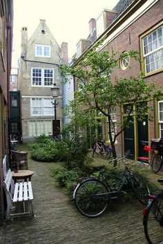 Courtyard in Amsterdam #bicycle #travel
