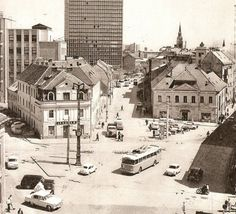 Ako podliehali slovenské mestá zubu času #5: Bratislava Bratislava, Beautiful Buildings, Old Photos, Paris Skyline, To Go, Louvre, Street View, Black And White, City