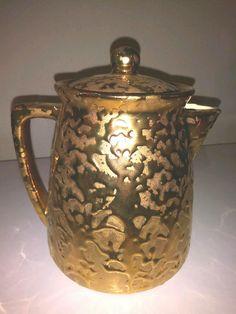 McCoy Golden Brocade / Sunburst Gold Ceramic Coffee Pot w/ Lid Ca 1957 Gold Mccoy Pottery, Vintage Pottery, Pottery Art, Log Planter, Tulips In Vase, Bean Pot, Brown Coffee, Pot Lids, Yellow Accents