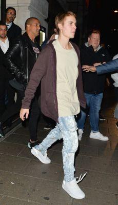 October 14: Justin spotted at Novikov Restaurant & Bar in London, UK.