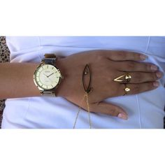 goudkleurig dameshorloge met mesh horlogebandje met gespsluiting