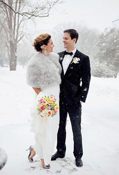 So beautiful. I just love the purity of snow. Unique Wedding Photo Ideas
