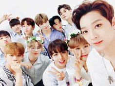 The members of Wanna One are maintaining a tight bond even after disbandment. On February Yoon Ji Sung held the showcase for his solo … Jinyoung, One Twitter, Twitter Update, Ong Seung Woo, Guan Lin, Photo Grouping, Produce 101 Season 2, Kim Jaehwan, Ha Sungwoon