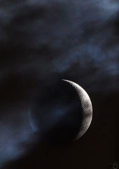 JackTorva posted a photo:  La falce di Luna nuova tra le nuvole.