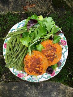 Vegan sweet potato steaks with coral lentils and curry Lima, Lentils, Finger Foods, Vegan Vegetarian, Sweet Potato, Cabbage, Vegan Recipes, Curry, Veggies