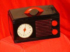 A great 1940s Brewster Bakelite Tabletop Radio.