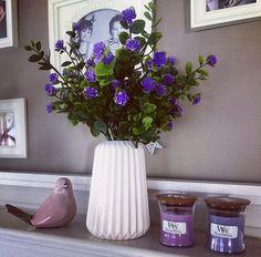 Amoureux du violet et du rose, découvrez nos parfums ROSE, GINGER FLOWER, FRESH FLOWER, LILAS et SPICED BLACKBERRY (nouveauté courant avril!), (📷 @agakitka ) ・・・ #woodwick #flowers #bird #candles #sweethome #purple#instafoto #picoftheday #lila #ginger #rose #violet #fleur #fleuriste #artisanfleuriste #roses #oiseau #deco #homedeco #decoration #design #shabby #charme #cosy #cosyhome #cute #photooftheday #follow