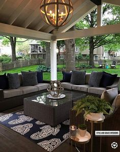 love this room! Backyard Patio, Garden Pool, Luxury Kitchen Design, Outdoor Kitchen Design, Luxury Kitchens, Patio Design, Patio Furniture Covers, Outdoor Furniture Sets, Kitchen Dubai
