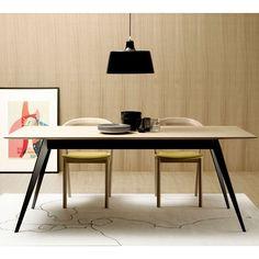 Mesa Aise rectangular fija pies metálicos de Treku. Muebles modernos. Colección Aura