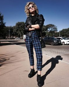 30 looks for who loves pants chess – Guita Moda. Uni Outfits, Retro Outfits, Cool Outfits, Summer Outfits, Casual Outfits, Fashion Outfits, Moda Punk Rock, Plaid Pants Outfit, Estilo Dark