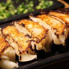 東京、錦糸町、上野 . . ここのホルモン餃子は 本当にツボ! 焼肉屋さんなのに 餃子あるんだーってびっくりしたけれど 更に美味しくてびっくり! これだけで、ビールが進む🍺 . . #餃子 #大好き #美味しい #お店 #教えてください #ビール #合う #最高 #焼き肉 #焼肉 #肉 #japanesefood #foodlove #foodporn #foodstagram #foodie #おやつ として餃子食べれる #持ち歩きたい #グミ みたいに #販売 してください #instafood #食べ歩き #tokyo #グルメ #gourmetfood #上野 #地下 #カウンター ある #店内 #おしゃれ