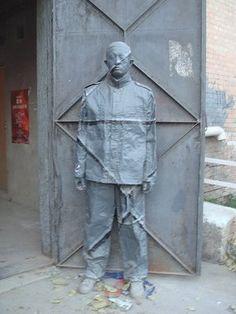 Liu Bolin - Lost in the door