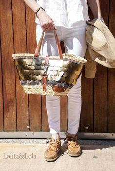 capazo-redondo-boho-chic-hippie-bohemian-gypsy-boho-chic-capazo-cuero-piel-petalos-straw-bag Capazo de pétalos de cuero dorado. www.lolitayloladesing.com diseñado y fabricado en España. #BOHO #BOHOCHIC #INDIE #STRAWBAG #BOLSO #BAG #BOHEMIAN #HIPPIE #GUPSY #IBIZA #HANDMADE