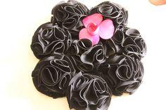 Bouquet ramo de flores de tela en negro con broche en fucsia 606619349 algodondeluna@gmail.com