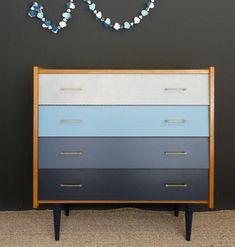 commode vintage en dégradé de bleus - Meubles et mobilier vintage restauré, relooké | Design Rétro chic