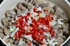 Tocanita de pipote si inimi de pui - CAIETUL CU RETETE Cobb Salad, Slow Cooker, Food, Beauty, Romanian Recipes, Beleza, Meal, Essen, Hoods