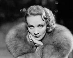 """""""Se vuoi ammazzare il sapore di ciò che stai mangiando, versaci sopra la salsa ketchup"""" Marlene Dietrich (Berlino, 27/12/1901 – Parigi, 06/05/1992) dal suo """"Dizionario di buone maniere e cattivi pensieri"""" .  #quote #MarleneDietrich #Oltrechelaparodi #perledisaggezza"""