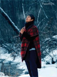 Zhao Lei returns to the pages of GQ China with a winter editorial. The Chinese model brings a chic attitude to rugged fashions. 喟ᵄၽ photographs Zhao against a snowy landscape as Anson Chen handles styling. The latter pulls together warm coats and essential knits. Ultimately, the fashion spread features labels like