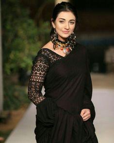 Stylish Blouse Design, Fancy Blouse Designs, Blouse Neck Designs, Sari Blouse, Saree Blouse Patterns, Sari Design, Diy Design, Saree Trends, Diy Clothing
