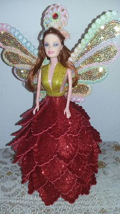 Muñeca hada Barbie Gowns, Barbie Dress, Barbie Clothes, Diy Doll Ornaments, Foam Sheet Crafts, Nylon Flowers, Nylons, Fairy Birthday, Chocolate Bouquet