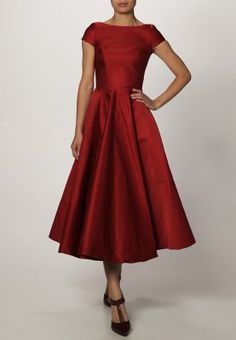 Ballkjole - rød Old And New, Fashion Dresses, Lifestyle, Formal Dresses, How To Wear, Inspiration, Clothes, Vintage, Board