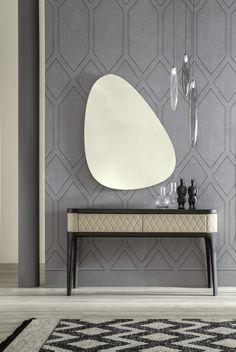 Tutti gli elementi della consolle Tiffany, dal rivestimento al legno, vi faranno sognare.