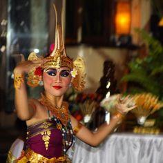 Balinesian dancer in Uluwatu, Bali.