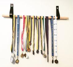 Inredning / hängare för medaljer /DIY