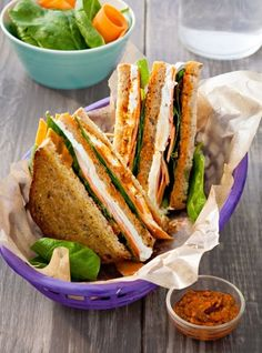 Spinach and goat cheese sandwich club recipe: the easy recipe - Recipes Easy & Healthy Goat Cheese Sandwiches, Healthy Sandwiches, Lunch Recipes, Healthy Dinner Recipes, Gourmet Recipes, Sushi Platter, Bento Box Lunch, Street Food, Food Print