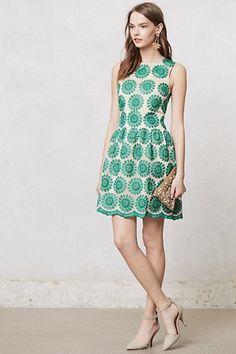 グリーンの大きな花柄のワンピース|女性ファッション スナップ集-emimaky fashion collection-