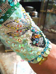 SALE Tropical Fish Bracelet Textile Beaded por AllThingsPretty