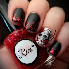 Halloween nail art, skull, black & red nails by Funky Nails, Red Nails, Love Nails, Pretty Nails, Hair And Nails, Gorgeous Nails, Black Nails, Sugar Skull Nails, Skull Nail Art