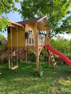 Backyard Play Spaces, Backyard For Kids, Backyard Patio, Treehouse Living, Kids Outdoor Play, Playhouse Outdoor, Playground Design, Inside Outside, Kid Spaces