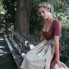 "☀️☕️ We wish you a sunny good morning in our Dirndl ""R . Drindl Dress, Maid Dress, The Dress, Oktoberfest Outfit, Oktoberfest Beer, Beer Girl, German Women, Feminine Dress, Looks Style"