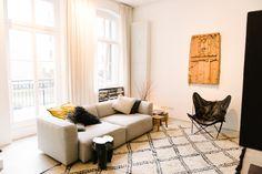 beni + beige sofa +