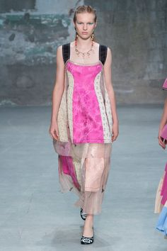 See the complete Marni Spring 2018 Ready-to-Wear  collection.
