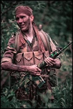 A member of the Rhodesian Security Forces on patrol with a FAL rifle, 1972 Military Drawings, Military Pictures, Total War, C Ops, Military History, Military Life, Special Forces, Vietnam War, Cold War
