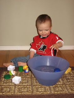 Sink or Float game for kids this website has lots of great ideas Nursery Activities, Fun Activities For Toddlers, Alphabet Activities, Infant Activities, Games For Kids, Infant Games, Infant Sensory, Kids Fun, Toddler Fun