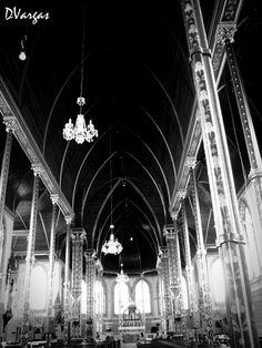 Interior Iglesia de la Merced    Interior iglesia , presencia de arcos ojivales , San Jose Costa Rica