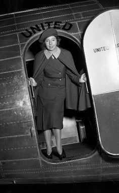 Go Ellen Church! Ellen Church, circa In Church became the first airline stewardess after convincing Boeing Air Transport that the presence of women nurses would help relieve passenger fears of flying. United Airlines, Great Women, Amazing Women, Fear Of Flying, Flight Attendant, Airline Attendant, Best Flights, Air And Space Museum, Interesting History